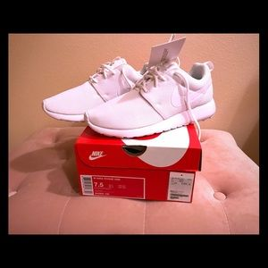 Nike Roshe One WHITE, NEW!